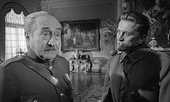 English: Adolphe Menjou (left) & Kirk Douglas ...