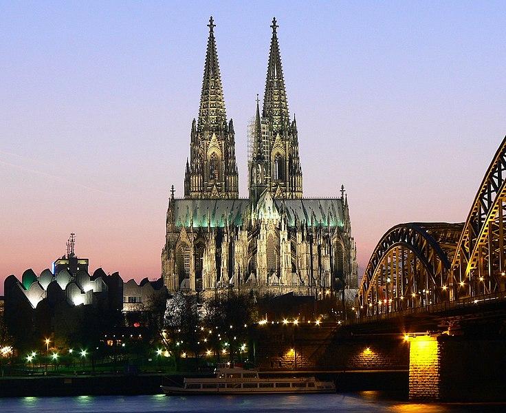 katedra w Kolonii nocą