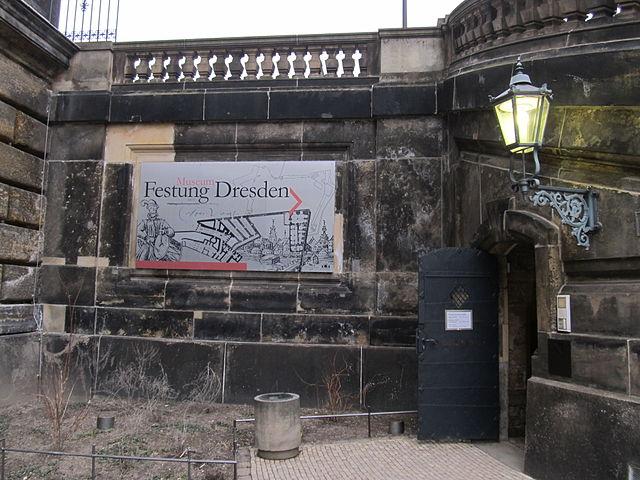 Georg-Treu-Platz; Eingang zur Festung Dresden