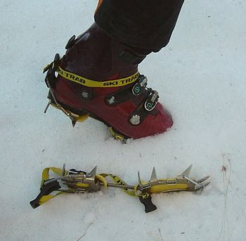 Crampon for a skiing boot. Aluminium-made crampon with twelve points and equipted with antiboot