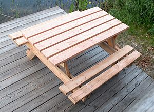 English: Picnic table - combined table and ben...