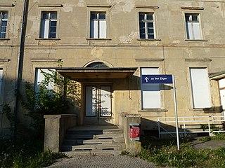 Wie der Zustand des Bahnhofes Passow ist auch der Service der DB-AG ... (Bild Global Fish/Wikipedia)