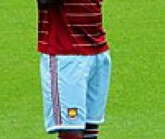 Kouyate Praying Before A West Ham Match