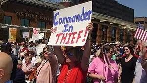 Protestors at the Philadelphia Tea Party on Ap...