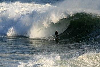 English: A big wave is breaking in Santa Cruz,...