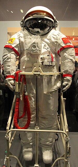 """English: Chinese EVA spacesuit """"Feitian&q..."""