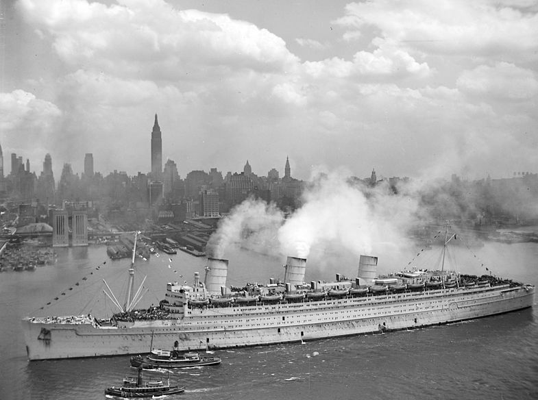 File:RMS Queen Mary 20Jun1945 NewYork.jpeg