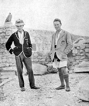 English: C. Leonard Woolley (left) and T. E. L...