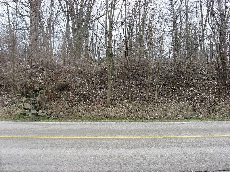File:Turtle Creek Embankment western side of road cut.jpg