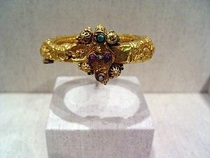 WLA lacma 11th century gold bracelet