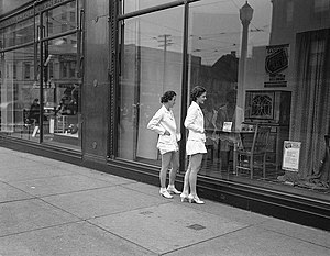 Window shopping at Eaton's department store. (...