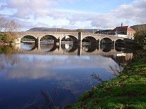 English: Builth Wells bridge Main A483 river c...