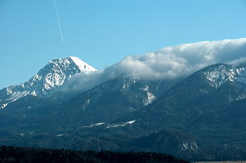 Mittagskogel and foehn clouds upon the Karawan...
