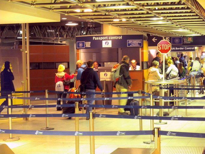 Bruxelles-Midi-Eurostar-Check-in-and-Passport-Control03