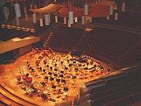 Orchesterpodium der Berliner Philharmonie.jpg