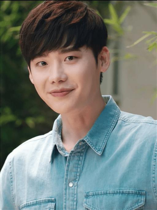 Lee Jong-suk March 2018