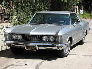 https://i2.wp.com/upload.wikimedia.org/wikipedia/commons/thumb/2/2e/SEPT_16TH_BUICK_RIVIERA_HOLLYWOOD_PHOTO_PATRICE_RAUNET.jpg/320px-SEPT_16TH_BUICK_RIVIERA_HOLLYWOOD_PHOTO_PATRICE_RAUNET.jpg