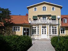 https://i2.wp.com/upload.wikimedia.org/wikipedia/commons/thumb/2/2e/Saga,_Kalmar.JPG/220px-Saga,_Kalmar.JPG