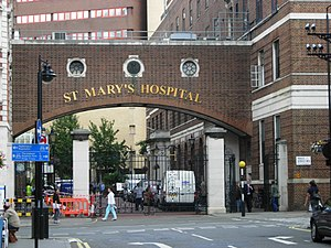 English: St Mary's Hospital, Paddington Seen f...