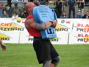 English: Strongmen event: Shield Carry (Husafe...