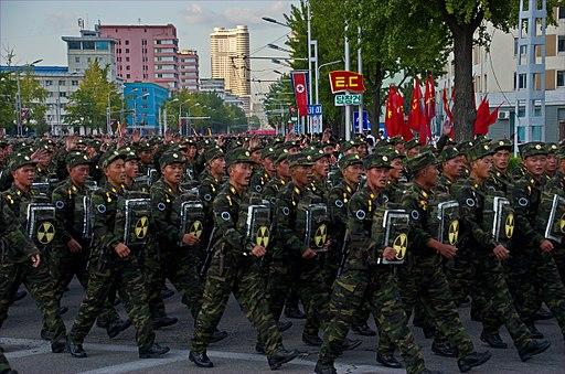 0957 - Nordkorea 2015 - Pjöngjang - Parade zum 75. JT der Arbeiterpartei (22976775845)