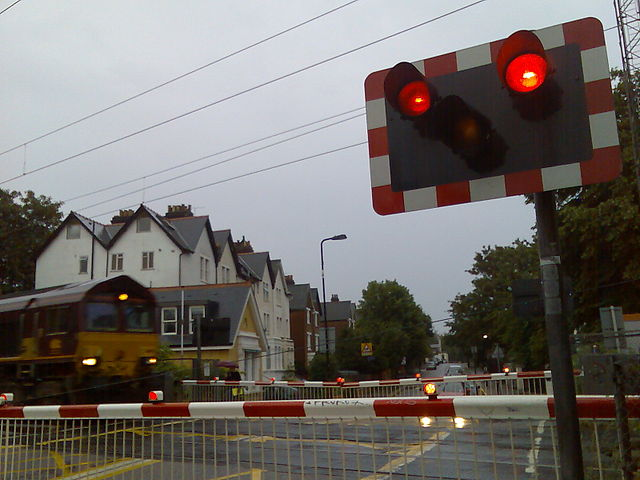 By Mark Kobayashi-Hillary from London, United Kingdom (London - freight train entering level crossing) [CC-BY-2.0 (http://creativecommons.org/licenses/by/2.0)], via Wikimedia Commons
