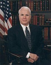 Senador John McCain.