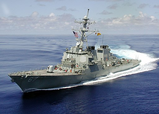USS Cole (DDG-67) turn