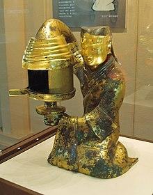 9869b0d51cf0e ا مذهب برونز مصباح الزيت على شكل خادمة راكعة ، مؤرخة في القرن الثاني قبل  الميلاد ، وجدت في قبر دو وانزوجة أمير هان ليو شنغ.