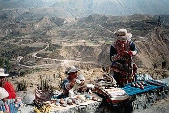 English: Souvenir sellers in Colca Canyon, Per...