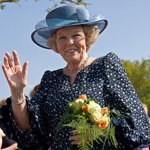 Berkas:Koningin Beatrix in Vries.jpg