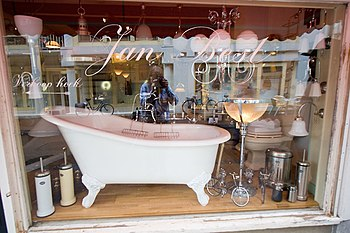 Slipper bathtub in Amsterdam store window.