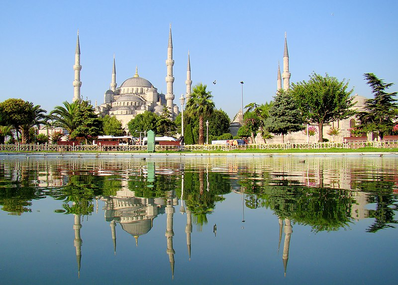 Bestand:Blue Mosque Istanbul Mirrored.JPG