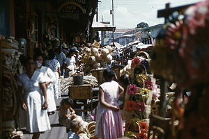 English: Another view of Managua market street