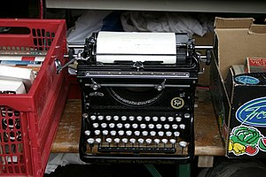 English: Old typewriter Italiano: Vecchia macc...
