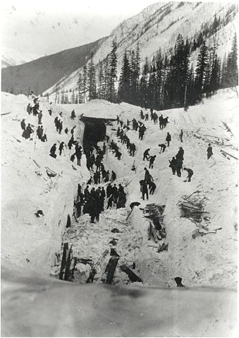 Photo of workers recovering bodies from the avalanche