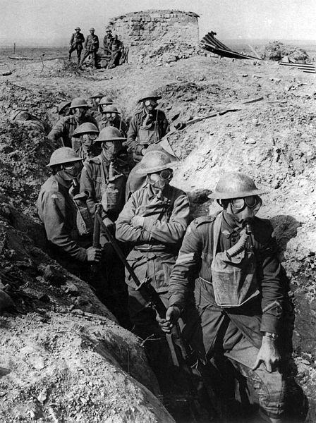Ficheiro:Australian infantry small box respirators Ypres 1917.jpg