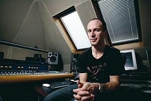English: Murray Gold in his studio.