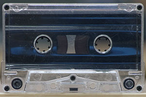 English: An audio cassette tape.