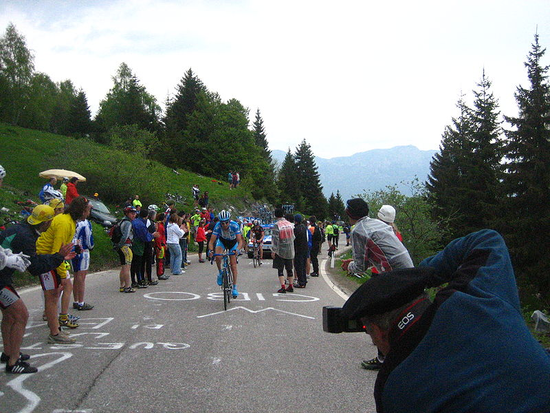 File:Giro 2006 Monte Bondone Discovery.jpg