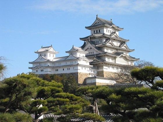 Ficheiro:Himeji Castle The Keep Towers.jpg