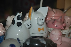 English: Salt and pepper shaker in the Pig Mus...