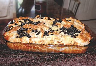 https://i2.wp.com/upload.wikimedia.org/wikipedia/commons/thumb/3/36/Bread_pudding-2.jpg/320px-Bread_pudding-2.jpg