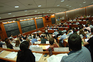 English: Inside a Harvard Business School clas...