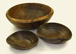 English: Wooden bowl found on board the 16th c...