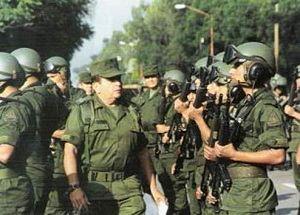 Militares del Ejército Mexicano a su llegada a...