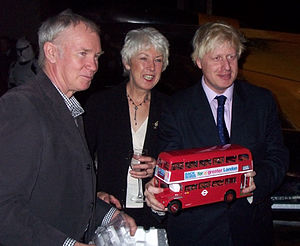 English: Boris Johnson holding a model red dou...
