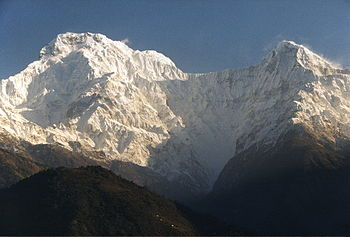 English: Annapurna South (left) and Hiunchuli ...