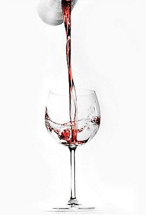 English: Glass of rosé Français : Verre de rosé