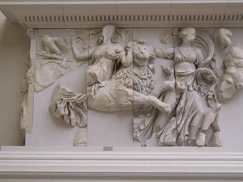 Rea jadąca na lwie, ołtarz Pergamoński (Muzeum Pergamońskie w Berlinie)